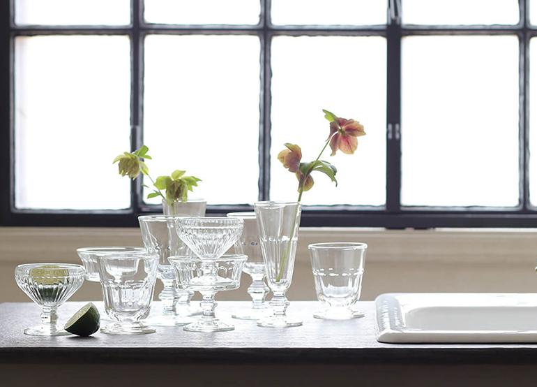 ガラス食器でおしゃれにテーブルコーディネート