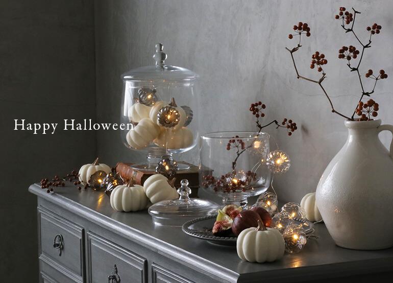 大人シックなハロウィンの飾り付けとテーブル