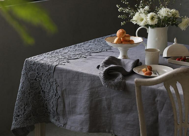 テーブルクロスで食卓を華やかに彩るテーブルコーディネートを